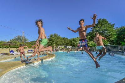 LA RIVIERE-La piscine du camping LA RIVIERE-LACAVE