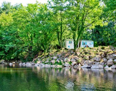 LA RIVIERE-Les mobil-homes du camping LA RIVIERE-LACAVE