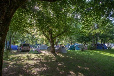 LA RIVIERE-Les emplacements du camping LA RIVIERE-LACAVE