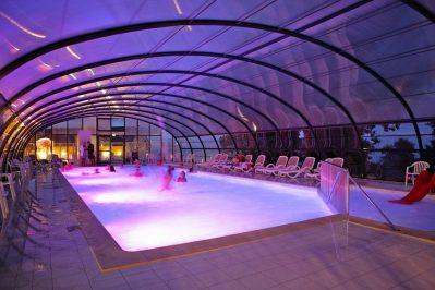 L'ANSE DU BRICK-La piscine couverte du camping L'ANSE DU BRICK-MAUPERTUS SUR MER