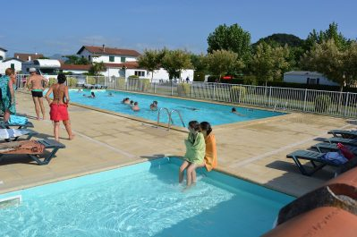 CAMPING IBARRON-La piscine du camping CAMPING IBARRON-SAINT PEE SUR NIVELLE