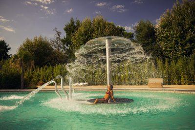 LE DAUPHIN-La piscine à remous du camping LE DAUPHIN-ARGELES SUR MER