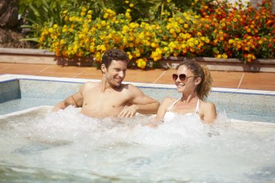 LES TOURNELS-La piscine à remous du camping LES TOURNELS-RAMATUELLE