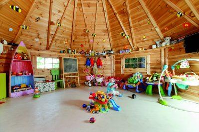 ESTEREL CARAVANING-Espace jeux pour les enfants-SAINT RAPHAEL