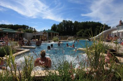 LA ROCHE POSAY VACANCES-La piscine couverte et chauffée du camping LA ROCHE POSAY VACANCES-ROCHE POSAY
