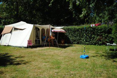 LA ROCHE POSAY VACANCES-Les emplacements du camping LA ROCHE POSAY VACANCES-ROCHE POSAY