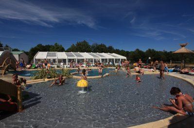 LA ROCHE POSAY VACANCES-La piscine couverte du camping LA ROCHE POSAY VACANCES-ROCHE POSAY