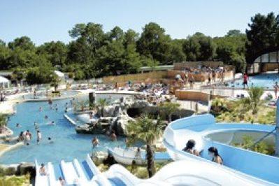 LE PALACE-La piscine du camping LE PALACE-SOULAC SUR MER