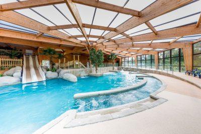 LE PALACE-La piscine couverte et chauffée du camping LE PALACE-SOULAC SUR MER