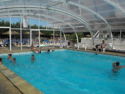 FIEF-MELIN-La piscine couverte et chauffée du camping FIEF-MELIN-CHATEAU D OLERON