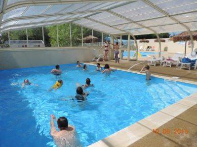 LES MANCELLIERES-La piscine couverte du camping LES MANCELLIERES-AVRILLE