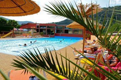 LA CASCADE DES NAISSES-La piscine du camping LA CASCADE DES NAISSES-SAINT ROME DE TARN