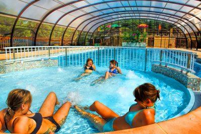 LES PENEYRALS-La piscine couverte du camping LES PENEYRALS-SAINT CREPIN ET CARLUCET