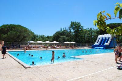 PARC SAINT JAMES OASIS-La piscine du camping PARC SAINT JAMES OASIS-PUGET SUR ARGENS