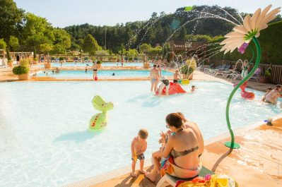 DOMAINE LA GARENNE-Jeux aquatiques au camping DOMAINE LA GARENNE, la Drôme-SAINT AVIT