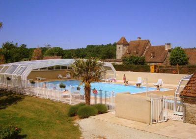 LE VENTOULOU-La piscine couverte et chauffée du camping LE VENTOULOU-THEGRA