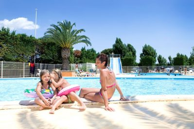 L'EUROPE-La piscine du camping L'EUROPE-VIC LA GARDIOLE