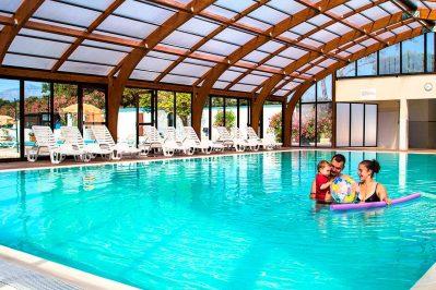 LE DOMAINE D'ANGHIONE-La piscine couverte du camping LE DOMAINE D'ANGHIONE-CASTELLARE DI CASINCA