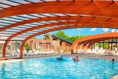 LES VIGNES-La piscine couverte du camping LES VIGNES-LIT ET MIXE