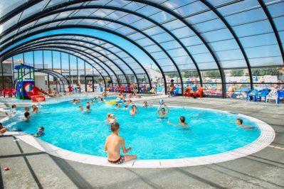 L'OCEANO D'OR-La piscine couverte et chauffée du camping L'OCEANO D'OR-JARD SUR MER