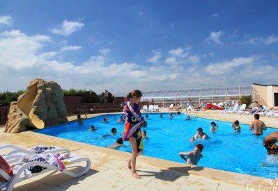 LE CORMORAN-La piscine du camping LE CORMORAN-RAVENOVILLE