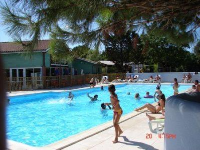 AU BON AIR-La piscine du camping AU BON AIR-MARENNES