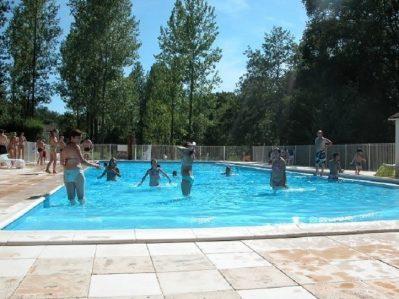 CAMPING DU COUCOU-La piscine du camping CAMPING DU COUCOU-HAUTEFORT