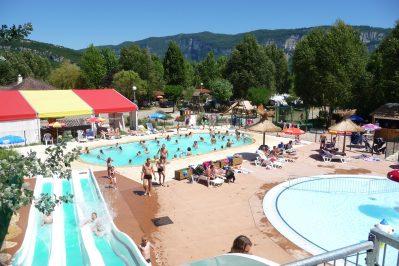 L'ILE DE LA COMTESSE-Le parc aquatique du camping L'ILE DE LA COMTESSE-MURS ET GELIGNIEUX