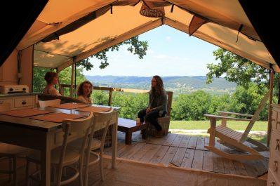 LES PASTOURELS-Un camping en pleine nature-VEYRINES DE DOMME