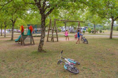 LES PASTOURELS-Espace jeux pour les enfants-VEYRINES DE DOMME
