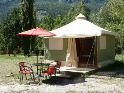 CAMP MUNICIPAL LES ECRINS-Les hébergements insolites du camping CAMP MUNICIPAL LES ECRINS-L ARGENTIERE LA BESSEE