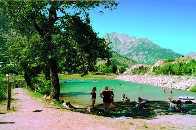 CAMP MUNICIPAL LES ECRINS-Un camping en bord d'étang das Departement Hautes-Alpes-L ARGENTIERE LA BESSEE