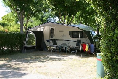 LE THEATRE ROMAIN - Les emplacements du camping LE THEATRE ROMAIN - VAISON LA ROMAINE