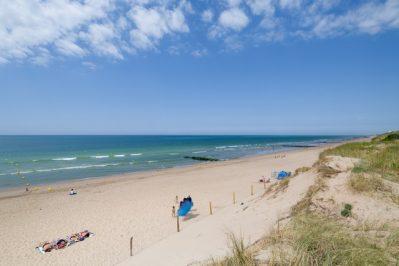 LA POMME DE PIN-Accès direct à la plage pour le camping LA POMME DE PIN-SAINT HILAIRE DE RIEZ