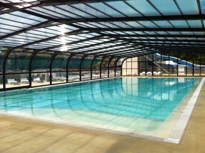 DOMAINE DE BREHADOUR-La piscine couverte du camping DOMAINE DE BREHADOUR-GUERANDE