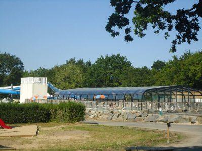 DOMAINE DE BREHADOUR-La piscine couverte et chauffée du camping DOMAINE DE BREHADOUR-GUERANDE
