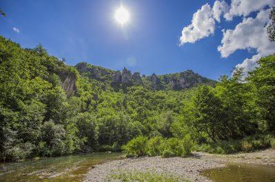 LES 2 VALLEES-Accès direct à la rivière dans l'Aveyron-NANT