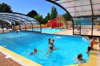 LA TREVILLIERE-La piscine couverte et chauffée du camping LA TREVILLIERE-BRETIGNOLLES SUR MER