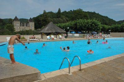 CHATEAU DU GIBANEL-La piscine du camping CHATEAU DU GIBANEL-SAINT MARTIAL ENTRAYGUES