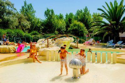 LES HUTTES-Jeux aquatiques au camping LES HUTTES, das Departement Charente-Maritime-SAINT DENIS D'OLERON