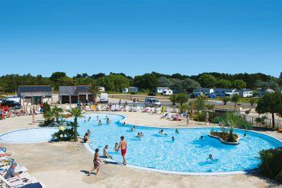 LA BAIE DU KERNIC-La piscine du camping LA BAIE DU KERNIC-PLOUESCAT