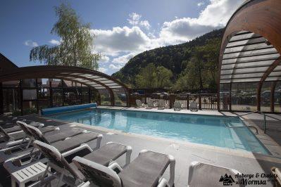 AUBERGE ET CHALETS DE LA WORMSA-La piscine couverte et chauffée du camping AUBERGE ET CHALETS DE LA WORMSA-METZERAL