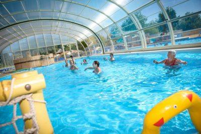 DOMAINE DE BEAULIEU-La piscine couverte et chauffée du camping DOMAINE DE BEAULIEU-GIVRAND