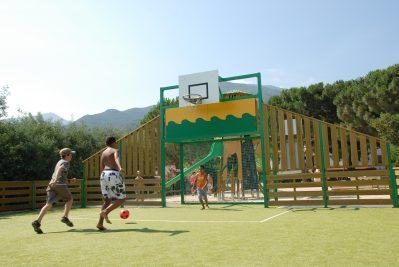 LES ALBERES-Le terrain multi-sports-LAROQUE DES ALBERES