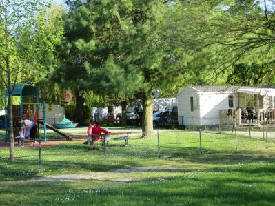 CAMPING DE CHALONS EN CHAMPAGNE - Le camping CAMPING DE CHALONS EN CHAMPAGNE, der Marne - CHALONS EN CHAMPAGNE