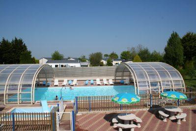 BELLEVUE-La piscine couverte et chauffée du camping BELLEVUE-ERQUY
