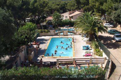 LE CLOS SAINTE-THERESE-La piscine du camping LE CLOS SAINTE-THERESE-CADIERE D AZUR