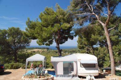 LE CLOS SAINTE-THERESE-Les emplacements du camping LE CLOS SAINTE-THERESE-CADIERE D AZUR