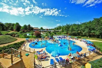 SAINT AVIT LOISIRS-Jeux aquatiques au camping SAINT AVIT LOISIRS, la Dordogne-SAINT AVIT DE VIALARD