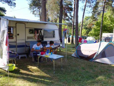 CAMPING DU LAC-Les emplacements du camping CAMPING DU LAC-MARCILLAC LA CROISILLE